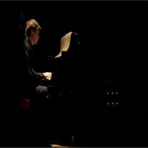 Davide Longo e l'improvvisazione tra armonie e melodie tardo romantiche