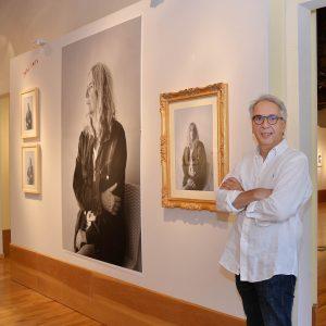 """Read more about the article """"Cave Canem"""", la grande mostra di Claudio Barontini accende il lungomare lericino"""