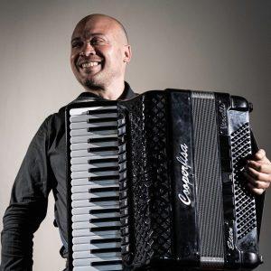 Read more about the article Dal Duo Marveille ai concerti da solista, la fisarmonica per Gianluca Campi